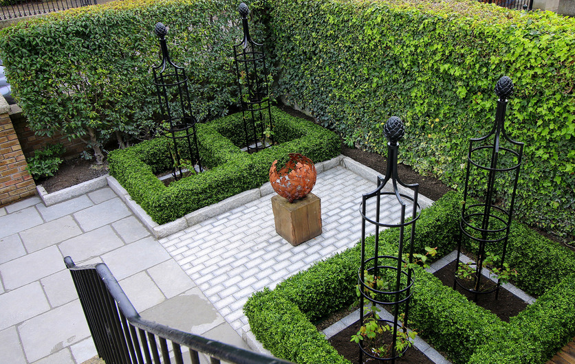 Artificial Boxwood Hedging - the perfect hedge for an instant zero maintenance display
